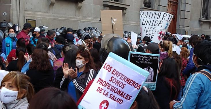 C:\Users\Liliana\Desktop\Página Liliana\Notas\Sin subir\enfermeros-y-enfermeras-manifestaron-frente-la-legislatura-bonaerense-y-hubo-represion-parte-la-policia-la-ciudad.png