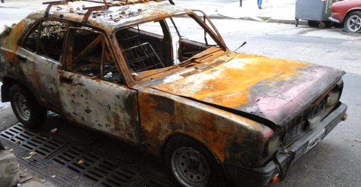 Automóviles abandonados en la vía pública