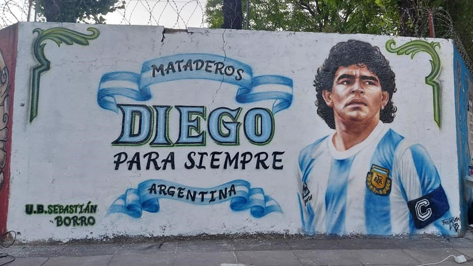C:\Users\Liliana\Desktop\Página Liliana\Notas\Sin subir\Mural Maradona 2.jpg